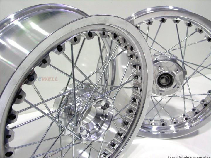 http://www.acewell.de/media/image/97/da/8d/kineo-wheels-shing-silver-bike-rim-black-nipples-silver-spokes_8_720x600.jpg